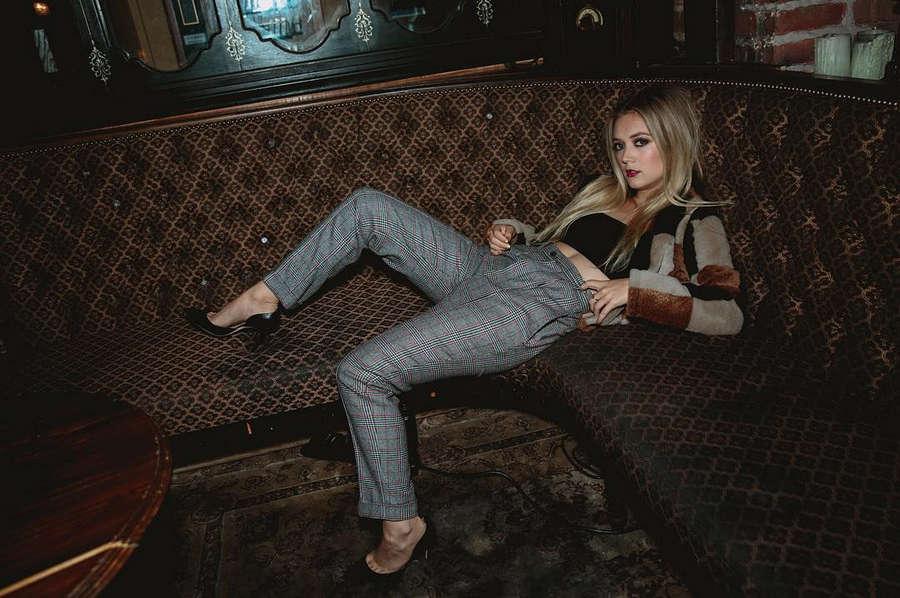 Billie Lourd NSFW
