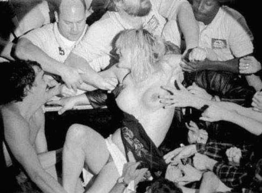 Courtney Love Dove Off The Stage During A Concert NSFW