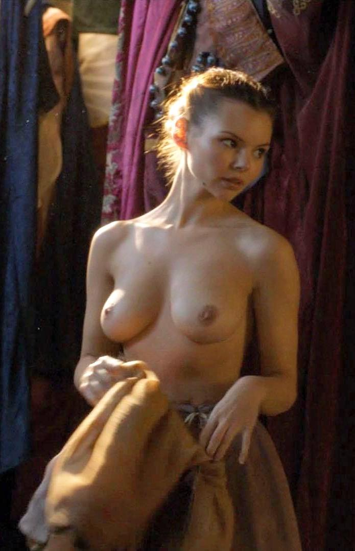 Tits eline powell Eline Powell