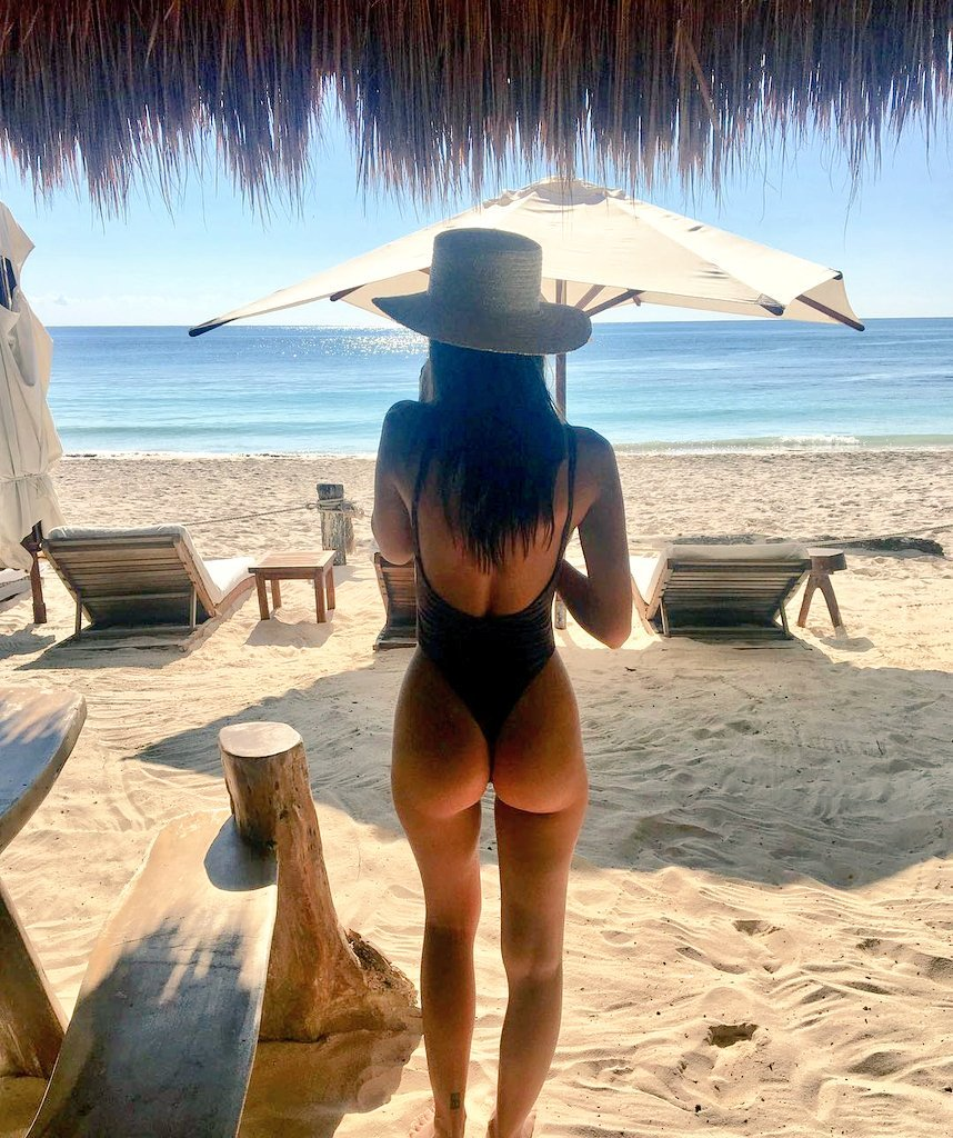 Emily Ratajkowski Beach Bum