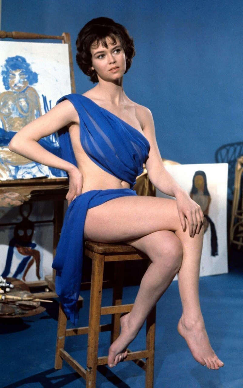 Gabrielle Drake Posing For A Painting In This Still From Connecting Rooms 1970 NSF