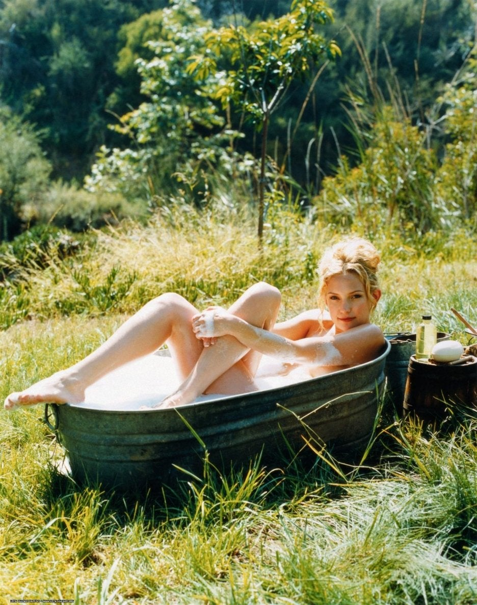 Kate Hudson Outside In The Tub NSFW