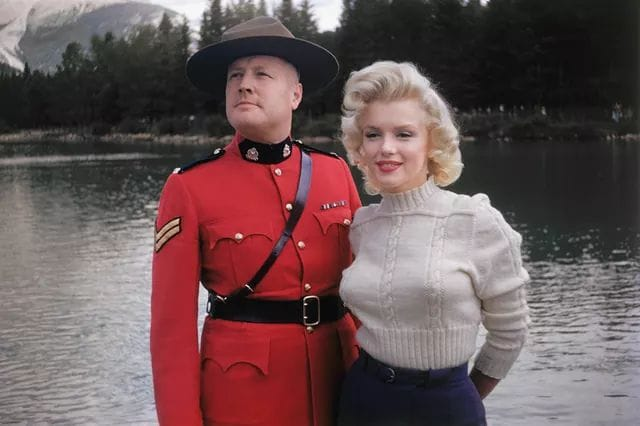 Marilyn Monroe Posing With A Mountie In Banff Canada 1953 NSF