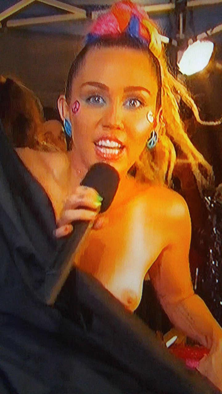 Miley Cyrus Nip Slip During Vmas NSFW