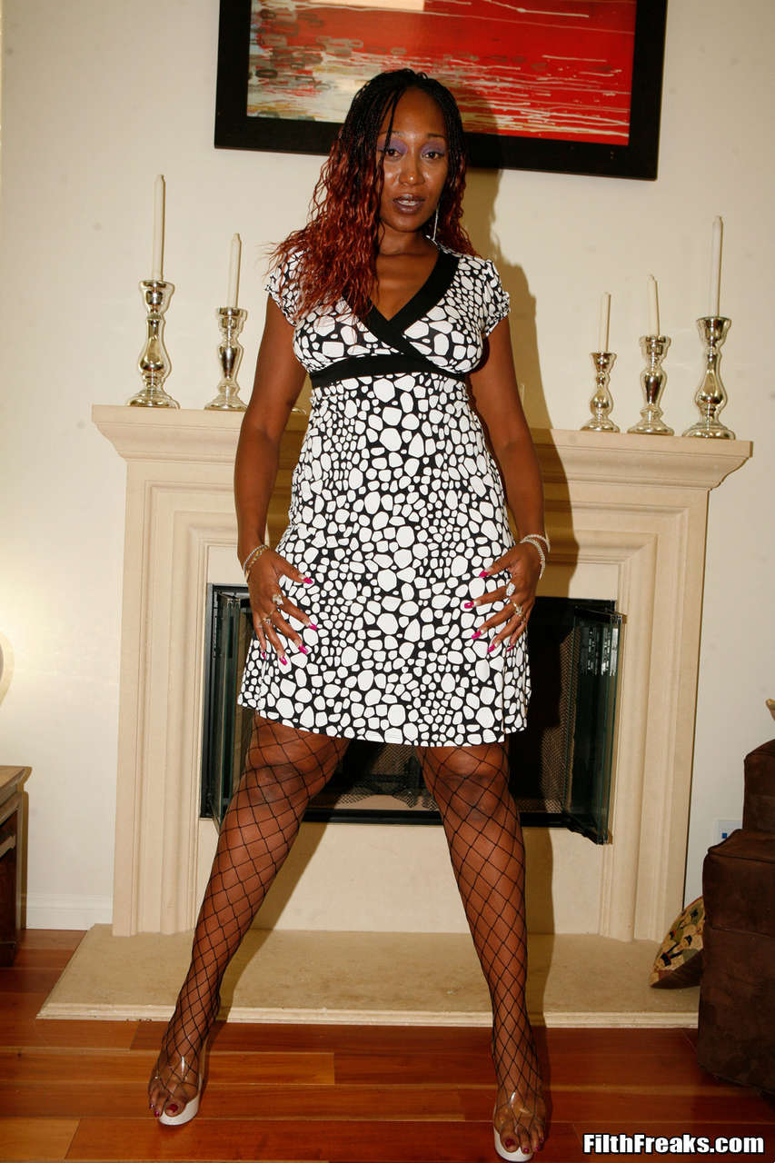 Ms Cleo NSFW (4 Photos