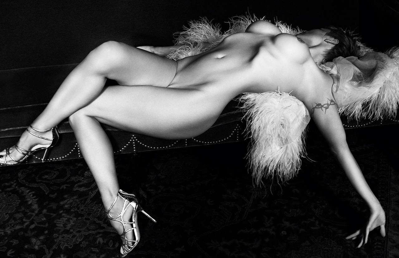 Pamela Anderson In The Current Ss14 Issue Of Purple Magazine NSFW
