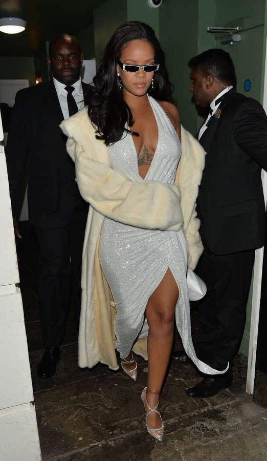 Rihanna NSFW