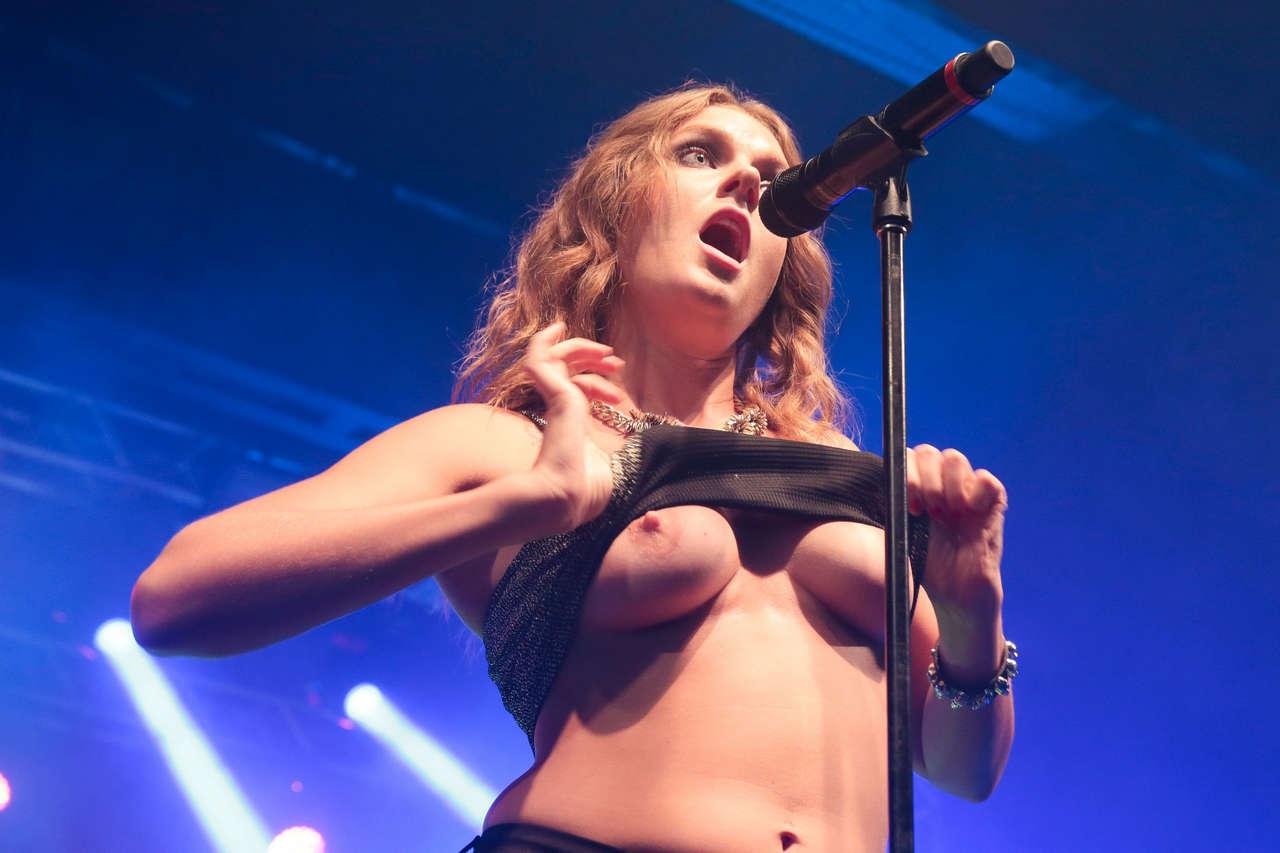 Tove Lo Flashing At A Concert In Rio De Janeiro NSFW